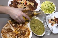 мексиканская партия текила и традиционные мексиканские блюда Стоковые Изображения