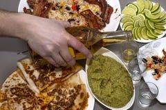 мексиканская партия текила и традиционные мексиканские блюда Стоковые Изображения RF