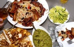 мексиканская партия текила и традиционные мексиканские блюда Стоковые Фотографии RF