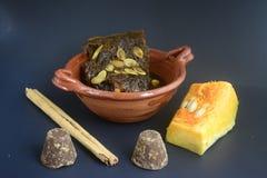 Мексиканская традиционная помадка тыквы сделанная с piloncillo и cinammon на глиняном горшке, известном как tacha en calabaza Стоковые Изображения RF