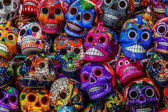 Мексиканские красочные черепа стоковое фото