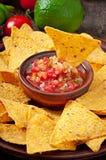 Мексиканские обломоки nacho и погружение сальсы Стоковые Изображения RF