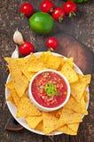 Мексиканские обломоки nacho и погружение сальсы Стоковая Фотография
