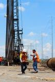 Мексиканские работники в строительстве моста Стоковая Фотография