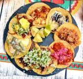 Мексиканские тако еды Стоковая Фотография RF