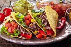 Мексиканские тако еды Стоковые Фото
