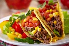 Мексиканские тако еды Стоковая Фотография