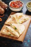 Мексиканские quesadillas с сальсой и гуакамоле Стоковое Изображение