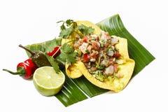 Мексиканский салат в tortilla на лист банана Стоковое Изображение RF