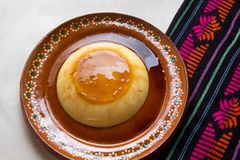 Мексиканский флан с карамелькой стоковое изображение rf