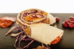 Мексиканский Tortilla с фасолью, говядиной и томатом Стоковая Фотография