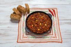 Мексиканское carne жулика chili на деревянной предпосылке стоковые фото