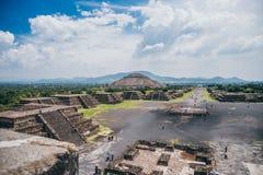 МЕКСИКА - 21-ОЕ СЕНТЯБРЯ: Взгляд Teotihuacan от пирамиды луны стоковое фото rf