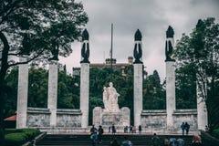 МЕКСИКА - 29-ОЕ СЕНТЯБРЯ: Статуя в честь защитников родины стоковая фотография rf