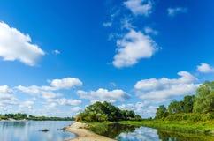 Мелкий сезон реки на стоковое изображение