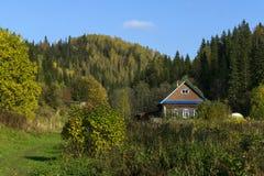 Мелкое крестьянское хозяйство в горах осени стоковое изображение rf