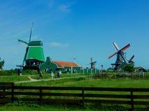 Мельница потерянная в зеленом цвете стоковые фотографии rf
