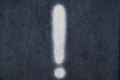 Мел изолированный восклицательным знаком в предпосылке классн классного Стоковая Фотография RF