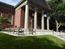 Мемориальная церковь, двор Гарварда, Гарвардский университет, Кембридж, Массачусетс, США стоковые фотографии rf