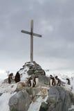 Мемориальный крест на месте где великобританская зимовка и Стоковое фото RF