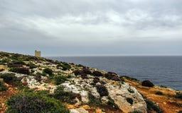 Мемориал к общему господину Вальтер Norris Congreve близко комплексом виска Hagar Qim megalithic на среднеземноморском острове Ма стоковые изображения