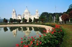 Мемориал Виктории, Kolkata, Индия - отражение на воде. стоковое изображение rf