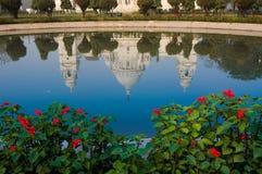Мемориал Виктории, Kolkata, Индия - отражение на воде. стоковое фото rf