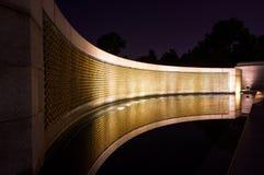 Мемориал Второй Мировой Войны на ноче Стоковое Изображение