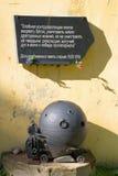 Мемориальная доска на стене батареи артиллерии погреба оружи 10 дюймов форта Krasnaya Gorka Стоковая Фотография