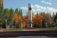 Мемориальный памятник к городу Каракола в Кыргызстане к fa Стоковая Фотография