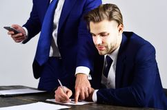 Менеджер контролирует работника офиса Стоковая Фотография RF