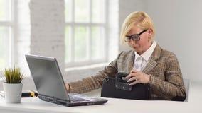 Менеджер на рабочем месте сток-видео