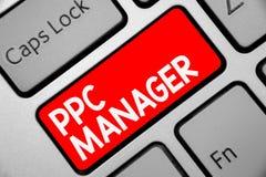 Менеджер Ppc текста сочинительства слова Концепция дела для которой рекламодателя оплачивают гонорар each time одно их объявлений стоковые фотографии rf