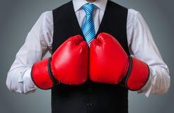 Менеджер бизнесмена или коробки в воюя представлении Стоковые Изображения RF