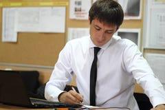 Менеджер в офисе стоковое изображение rf