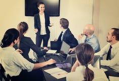 Менеджер делая речь во время деловой встречи Стоковые Фотографии RF