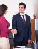 Менеджер приветствуя нового работника Стоковые Фотографии RF