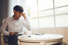 Менопаузальные люди страдают от головных болей Стоковая Фотография