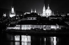 Меньшая башня моста городка, монастырь Strahov, церковь St Nicholas Стоковая Фотография
