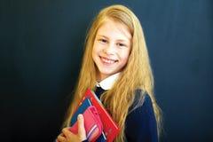 Меньшая девушка школы около классн классного школы Стоковое Изображение RF