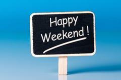 Меньшая деревянная бирка с текстом - счастливыми выходными background card congratulation invitation Стоковое фото RF