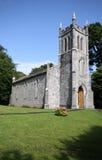 Меньшая каменная церковь в ирландской стране Стоковые Изображения RF