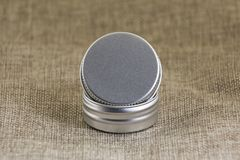 Меньшая круглая жестяная коробка Стоковые Изображения RF