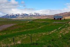 Меньшая ферма в деревне Laufas около Akureyri, Исландии Стоковые Изображения