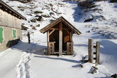 Меньшая хата для детей в снеге Горы Gastein, Австрия, Европа Стоковое Изображение