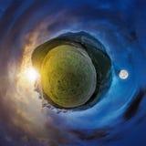 Меньшее изменение времени панорамы планеты сферически стоковые изображения