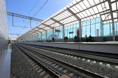 Меньшее кольцо железных дорог MCC Москвы, или MK MZD, Россия Железнодорожный вокзал Luzhniki Стоковое фото RF
