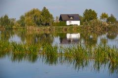 Меньшее отражение дома Стоковые Фотографии RF