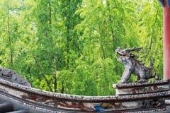 Меньшее украшение статуи дракона на китайском roo буддийского виска Стоковое Изображение RF
