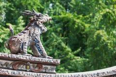 Меньшее украшение статуи дракона на китайском roo буддийского виска Стоковые Фото